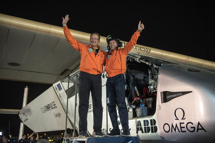 pilotos del avion solar Impulse 2