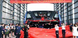 Autobús sobre coches sale de fábrica en China