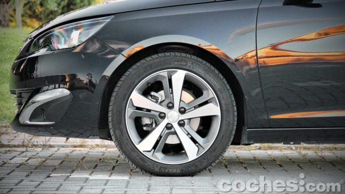 Peugeot_308_SW_1.2_PureTech_012