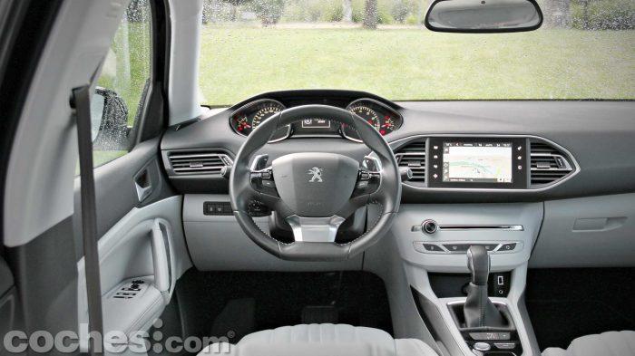 Peugeot_308_SW_1.2_PureTech_017