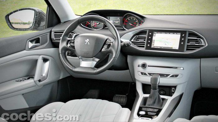 Peugeot_308_SW_1.2_PureTech_023