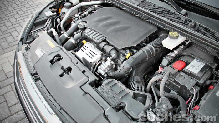 Peugeot_308_SW_1.2_PureTech_056