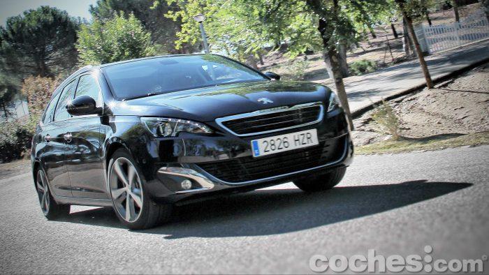 Peugeot_308_SW_1.2_PureTech_061