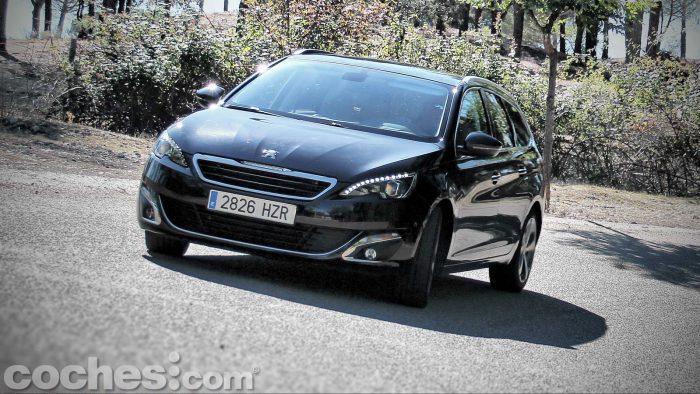 Peugeot_308_SW_1.2_PureTech_063