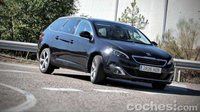 Peugeot_308_SW_1.2_PureTech_067