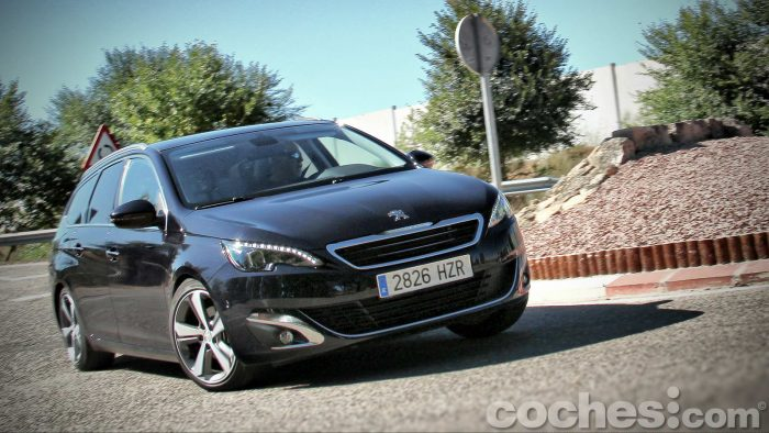 Peugeot_308_SW_1.2_PureTech_069