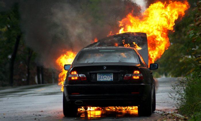 coche en llamas (2)