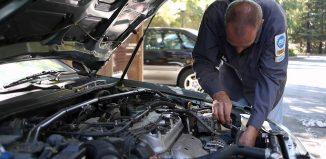 coche en reparación