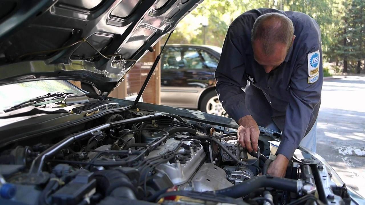 coche en reparación (1280×720)