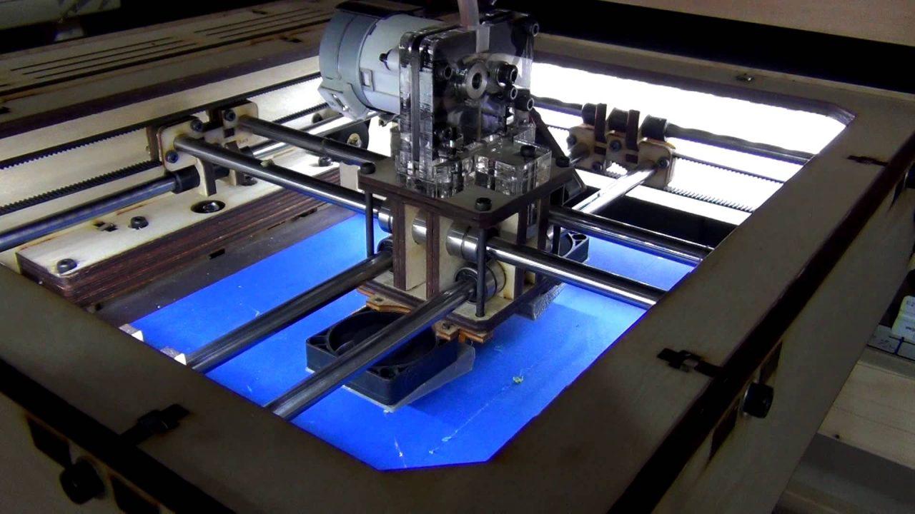 impresora 3D construyendo partes de automovil
