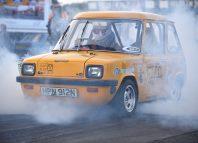 coche eléctrico de color amarillo que ha superado el record de aceleración
