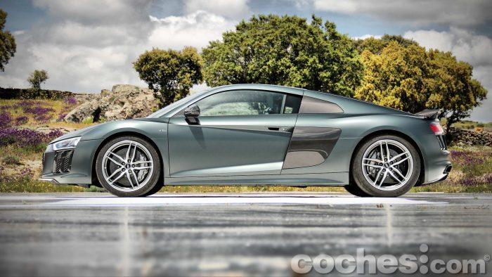 Audi_R8_V10_Plus_5.2_FSI_quattro_Stronic_009