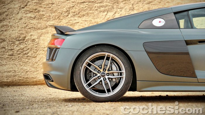 Audi_R8_V10_Plus_5.2_FSI_quattro_Stronic_019
