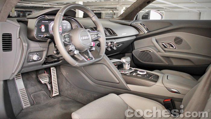 Audi_R8_V10_Plus_5.2_FSI_quattro_Stronic_040