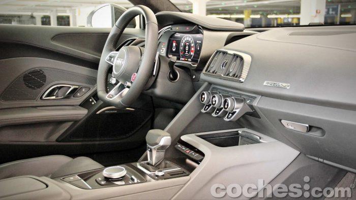 Audi_R8_V10_Plus_5.2_FSI_quattro_Stronic_057