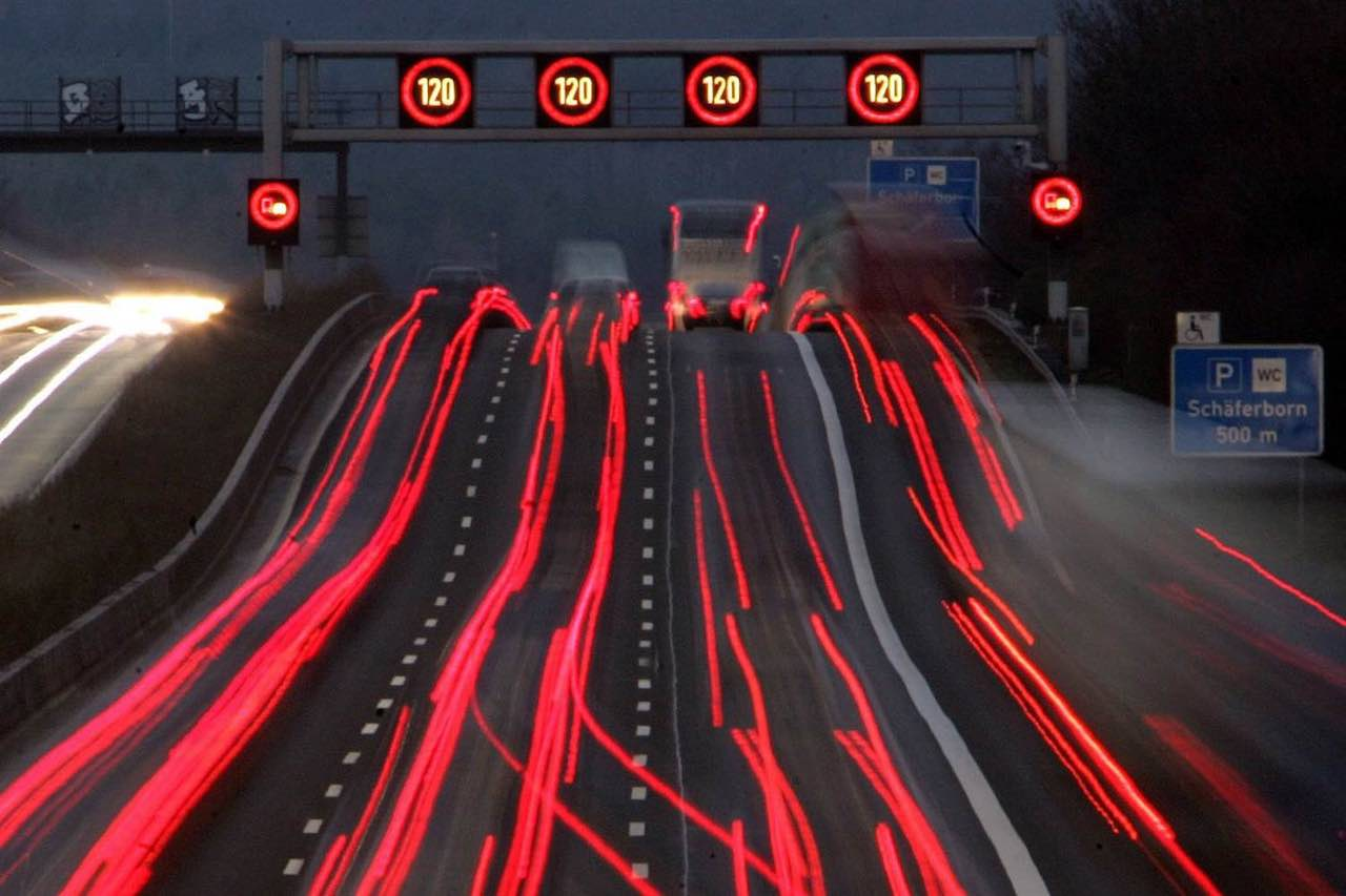 Autobahn carretera noche