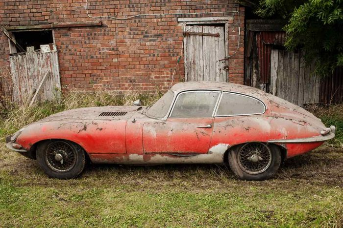 Jaguar E-Type 3.8 Coupe 1964 barn find - 3