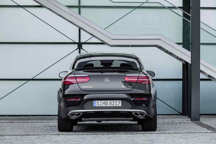 Mercedes-AMG GLC 43 4MATIC Coupé, Outdoor, 2016; Exterieur: Obsidianschwarz ;Kraftstoffverbrauch kombiniert: 8,4 l/100 km, CO2-Emissionen kombiniert: 192 g/km Mercedes-AMG GLC 43 4MATIC Coupé, outdoor, 2016; exterior: obsidian black; Fuel consumption, combined: 8.4 l/100 km, CO2 emissions, combined: 192 g/km