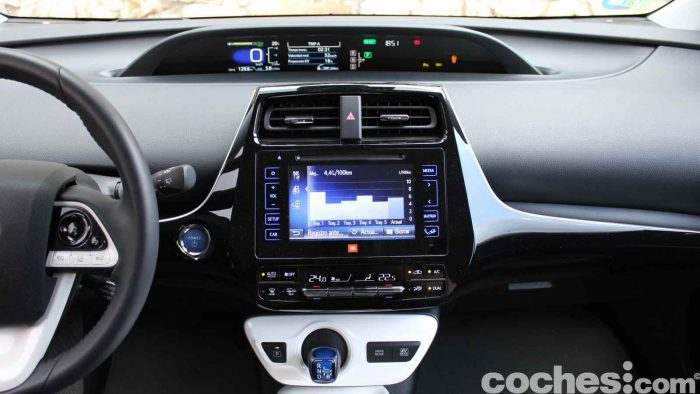 Toyota Prius 2015 interior prueba 04