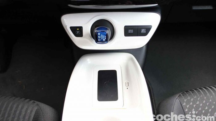Toyota Prius 2015 interior prueba 08
