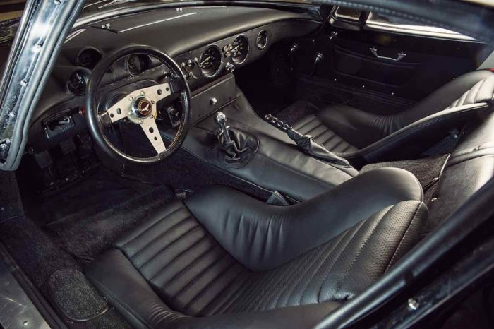 Bizzarrini GT Strada 1966 interior - 1