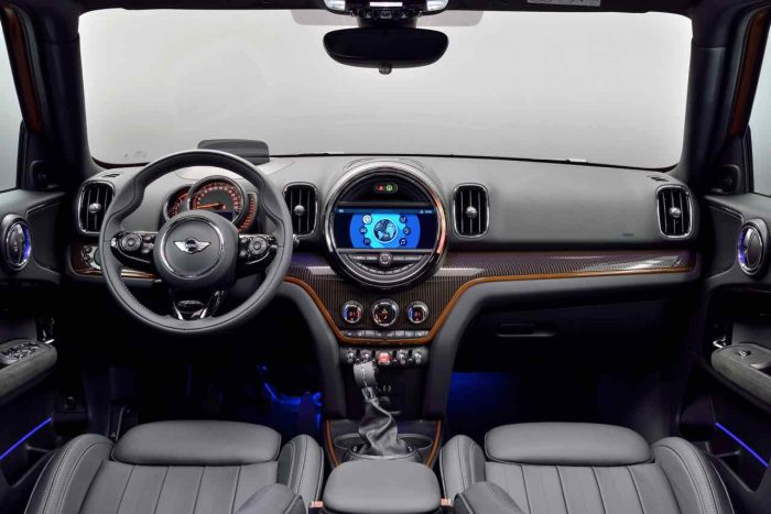 mini-countryman-2017-interior-17