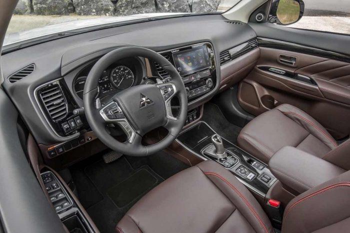 Mitsubishi Outlader 2017 interior 01