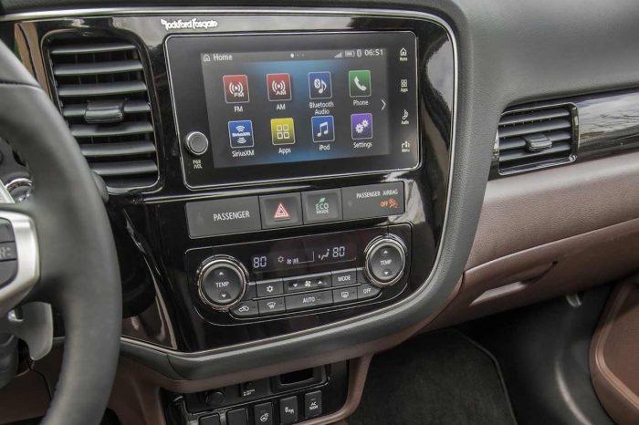 Mitsubishi Outlader 2017 interior 05