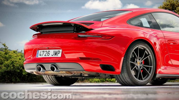 Porsche_911_Carrera_4S_009