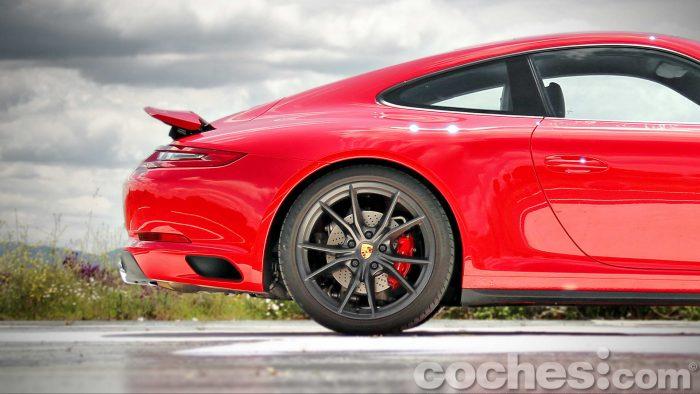 Porsche_911_Carrera_4S_011