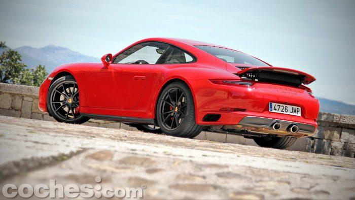 Porsche_911_Carrera_4S_018