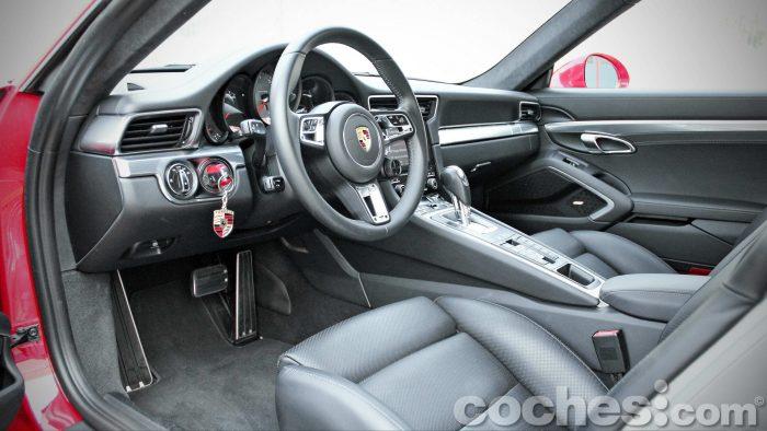 Porsche_911_Carrera_4S_042