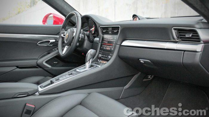 Porsche_911_Carrera_4S_044