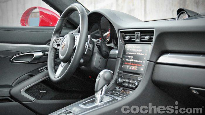 Porsche_911_Carrera_4S_045