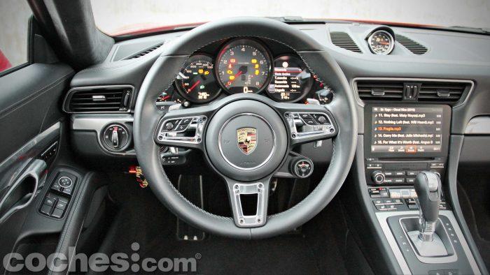 Porsche_911_Carrera_4S_046