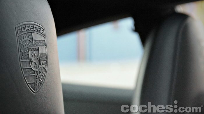 Porsche_911_Carrera_4S_065