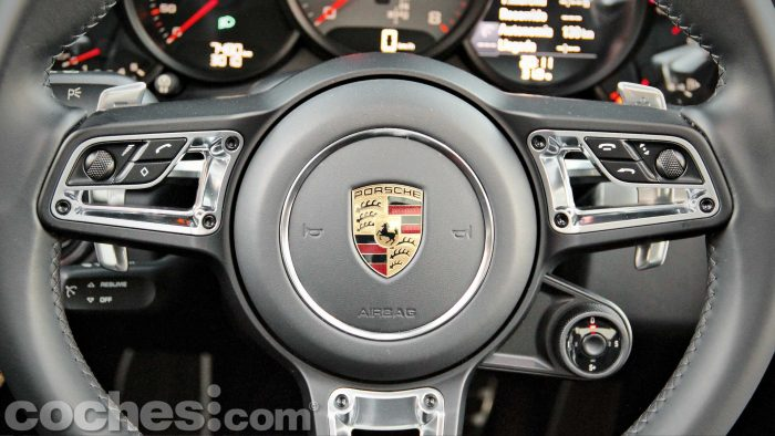 Porsche_911_Carrera_4S_073