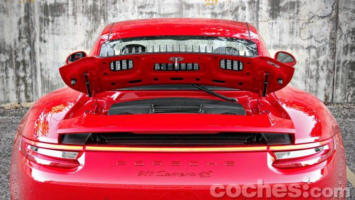 Porsche_911_Carrera_4S_079