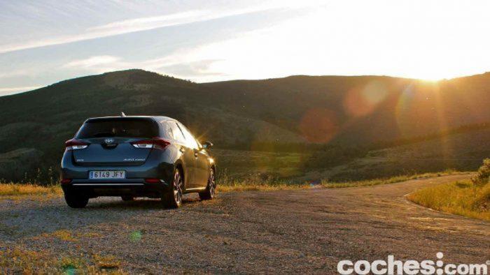 Toyota-Auris-Hybrid-2016-
