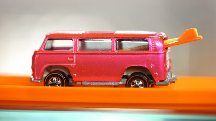 vw-van-rosa-hot-wheels