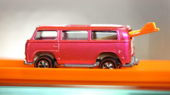 vw-van-rosa-hot-wheels