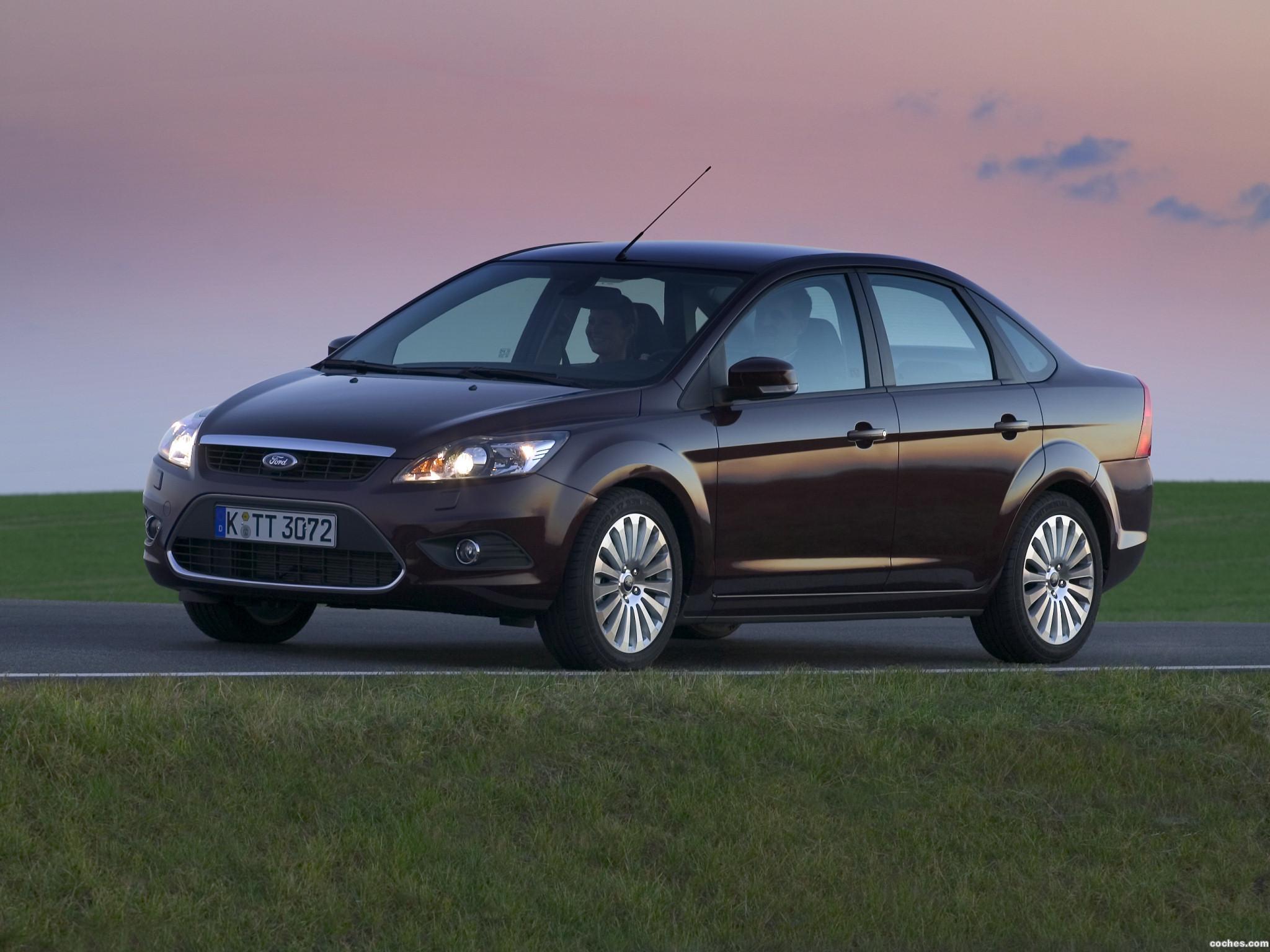 ford_focus-sedan-2008_r6.jpg