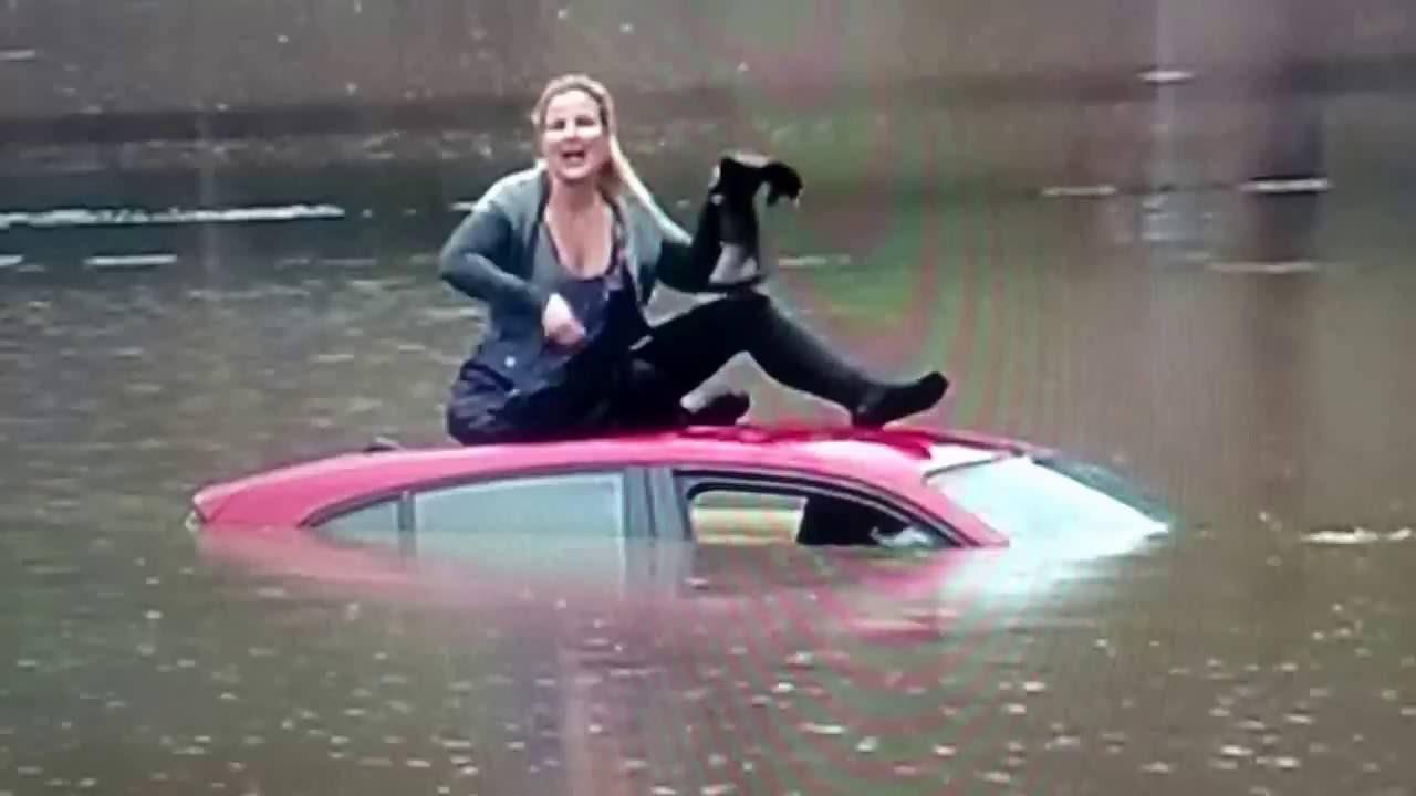 mujer-sagunto-inundada