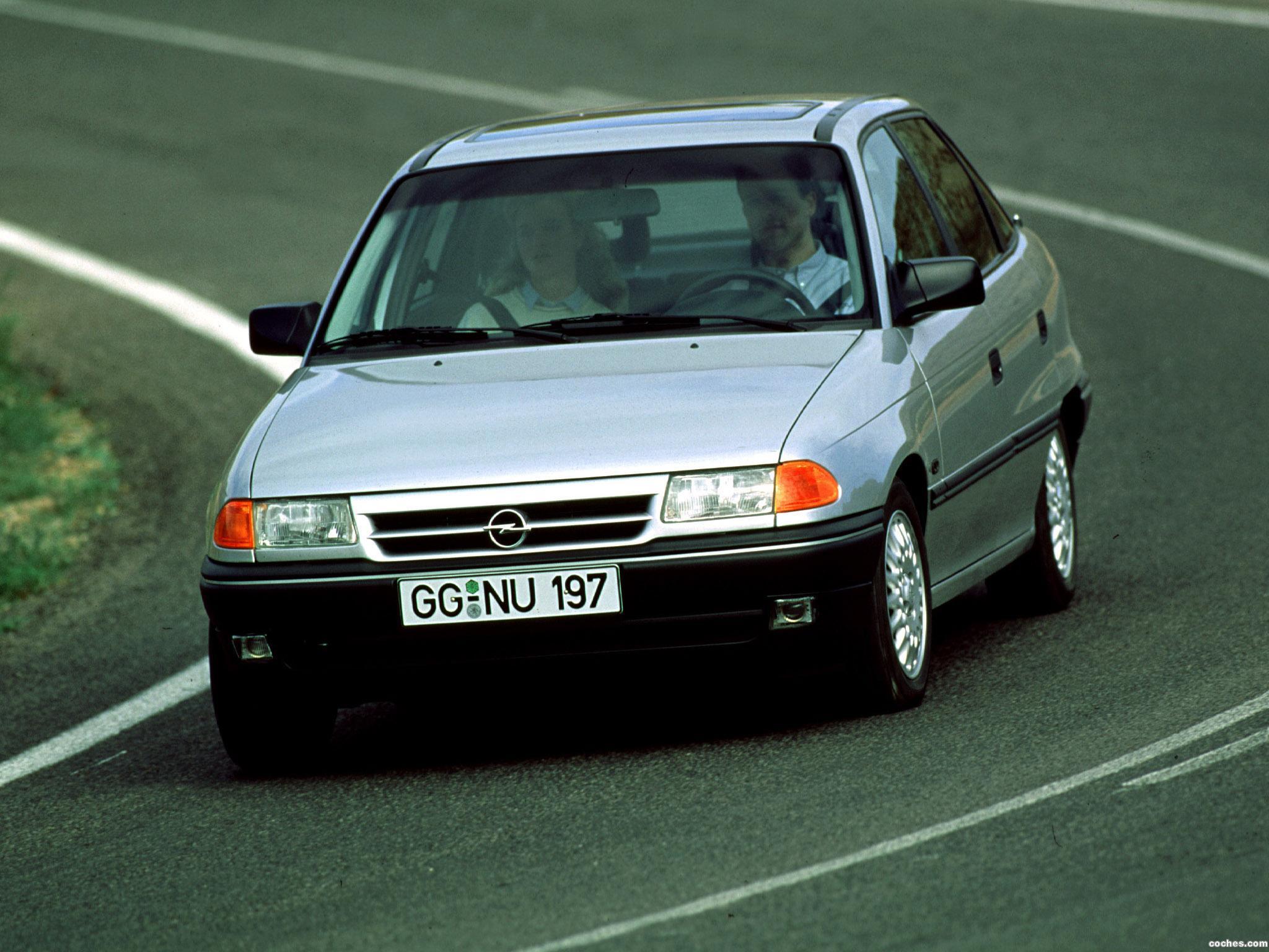 opel_astra-sedan-f-1991-94_r7.jpg