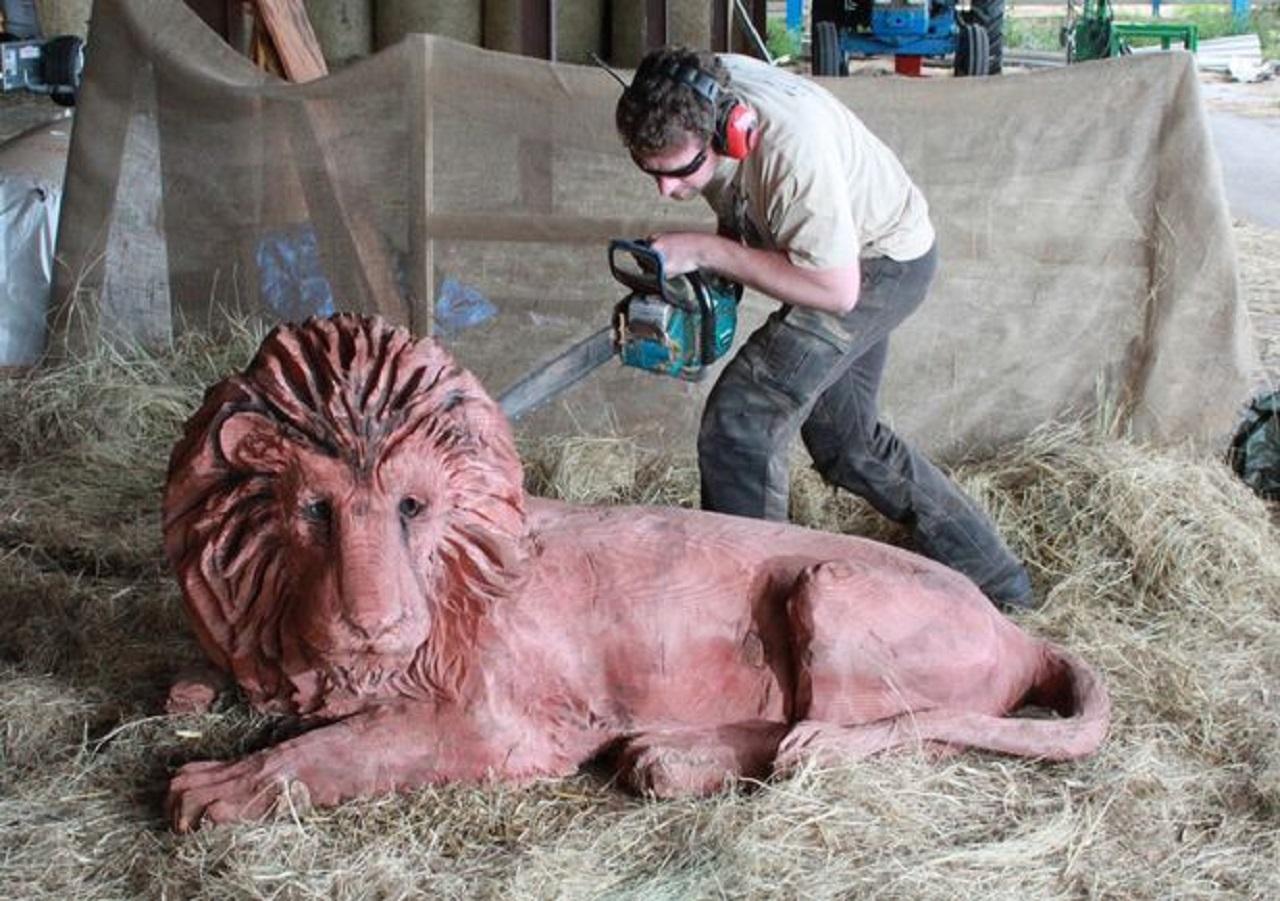 tallando-leon