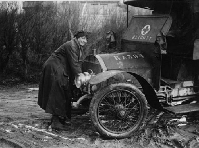driver-of-the-first-aid-nursing-yeomanry-cranking-up-an-ambulance-590x456