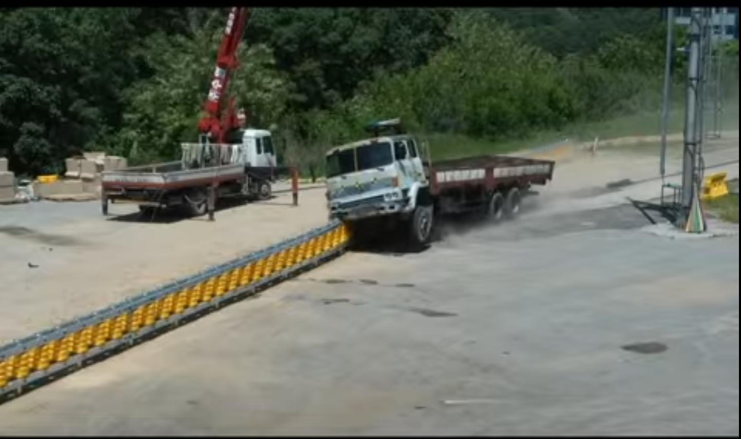camion-cora-guardarail