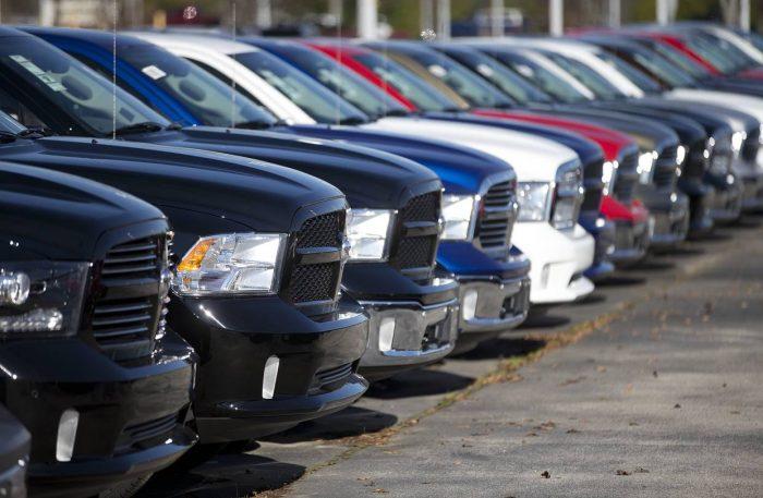 Varios Fiat Chrysler en línea