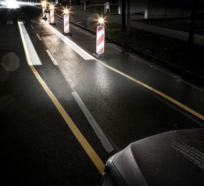 """Revolution der Scheinwerfertechnologie: Mercedes-Benz leuchtet in HD-Qualität """"DIGITAL LIGHT"""": Blendfreies Dauerfernlicht im Mercedes-Benz Präzision mit mehr als 2 Millionen Pixel Auflösung """"DIGITAL LIGHT"""" schafft deutliches Sicherheitsplus bei Nachtfahrten Das softwaregesteuerte Licht ermöglicht wegweisende Fahrerassistenz, Performance und Kommunikation Sicherheit Revolution in headlamp technology: Mercedes-Benz shines in HD quality """"DIGITAL LIGHT"""": dazzle-free continuous main beam in the Mercedes-Benz precision with resolution of more than 2 million pixels """"DIGITAL LIGHT"""" creates significant safety bonus when driving at night The software-controlled light facilitates pioneering driver assistance, performance and communication Safety"""