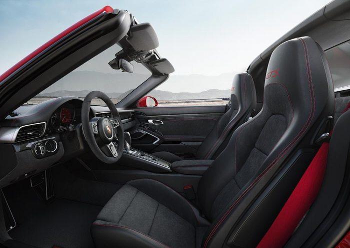 Porsche 911 Targa 4 GTS inetrior